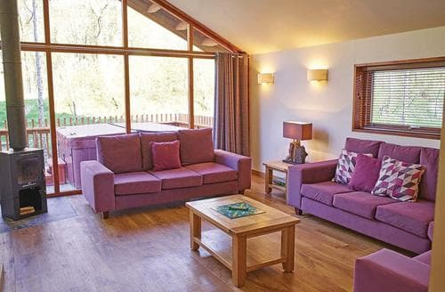 Last Minute Cottages - Captivating Micheldever Lodge S112212