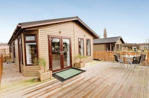 Last Minute Cottages - Attractive Overseal Lodge S112365