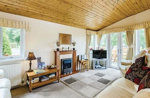 Last Minute Cottages - Lovely Bala Lodge S112395