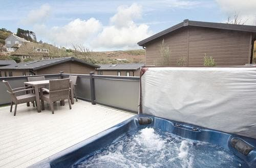 Last Minute Cottages - Superb Mullion Cove Lodge S112422