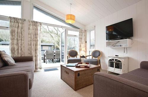 Last Minute Cottages - Quaint Mullion Cove Lodge S112427