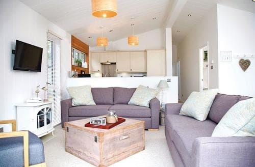 Big Cottages - Stunning Mullion Cove Lodge S112434