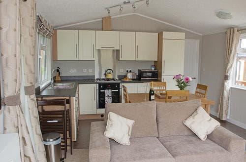Last Minute Cottages - Wonderful Wattleborough Lodge S112499
