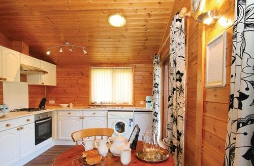 Dog Friendly Cottages - Inviting Milford On Sea Lodge S112537