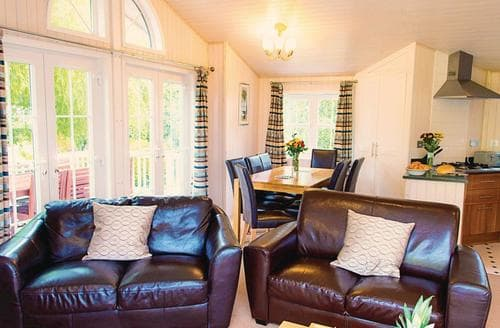Last Minute Cottages - Adorable Milford On Sea Lodge S112542