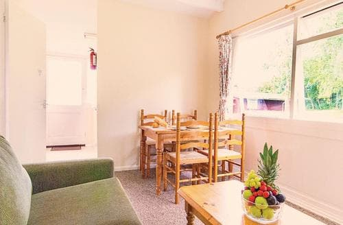 Last Minute Cottages - Charming Milford On Sea Lodge S112613