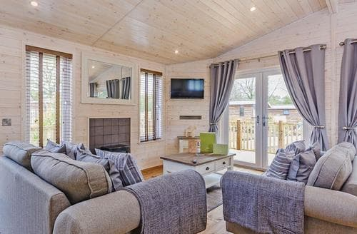 Last Minute Cottages - Cosy Owslebury Lodge S112853