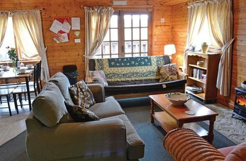 Last Minute Cottages - Gorgeous Bron Y Garth Lodge S112920