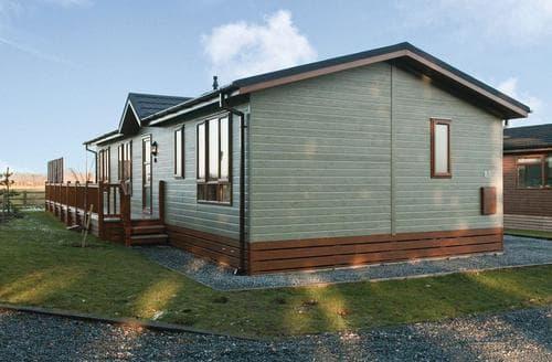 Last Minute Cottages - Tasteful Raywell Lodge S112948