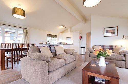 Last Minute Cottages - Excellent Carnmenellis Lodge S112972
