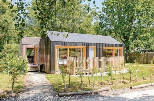 Last Minute Cottages - Forest Lodge 2