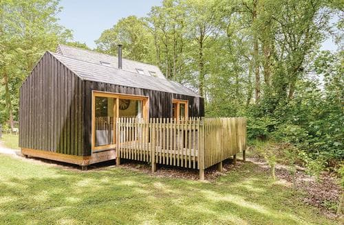 Last Minute Cottages - Lovely Burnbake Lodge S113010