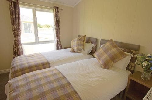 Last Minute Cottages - Splendid Pershore Lodge S113017
