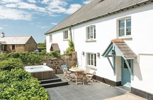 Last Minute Cottages - Inviting Stratton Lodge S113037