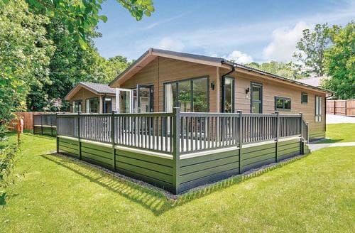 Last Minute Cottages - Luxury Newton Saint Loe Lodge S113104