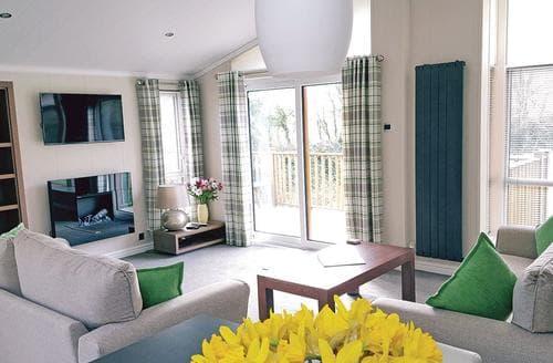 Last Minute Cottages - Tasteful Tintagel Lodge S113180