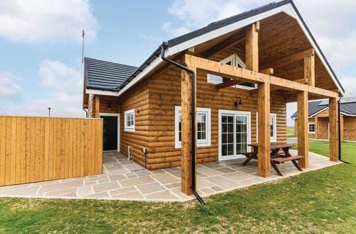 Last Minute Cottages - Wonderful Hornsea Lodge S113212