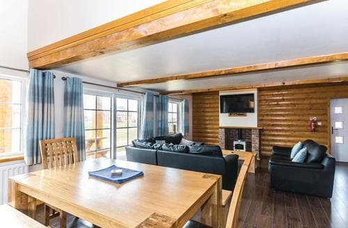 Last Minute Cottages - Lovely Hornsea Lodge S113214