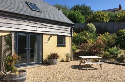 Last Minute Cottages - Greenwood Cottage