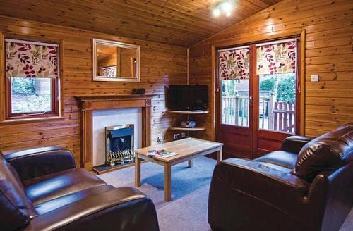 Last Minute Cottages - Tasteful Lake Windermere Lodge S113610