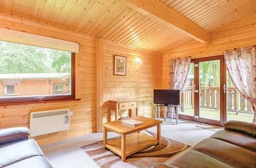 Last Minute Cottages - Charming Louth Lodge S113877