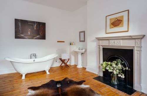 Last Minute Cottages - The Town House in Bath