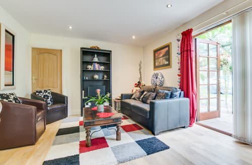 Last Minute Cottages - Quaint Saundersfoot Apartment S113999