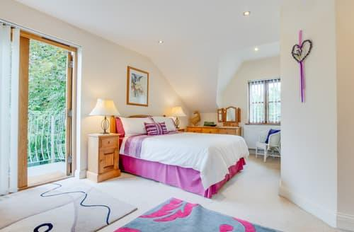 Last Minute Cottages - The Lavender Room
