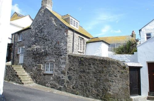 Last Minute Cottages - The Oldest House