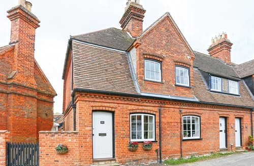 Last Minute Cottages - Cosy Orford Cottage S83199