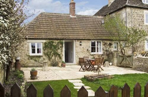 Last Minute Cottages - Quaint Chippenham Cottage S2298