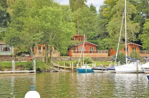 Last Minute Cottages - Attractive Bowness On Windermere Lodge S114339