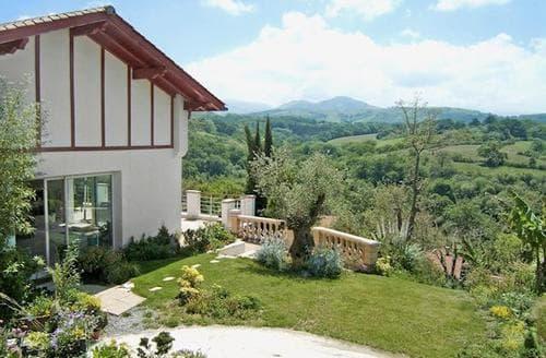 Last Minute Cottages - Adorable St Jean De Luz Apartment S119382
