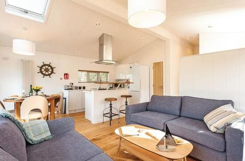 Last Minute Cottages - Quaint Wootton Bridge Lodge S120624