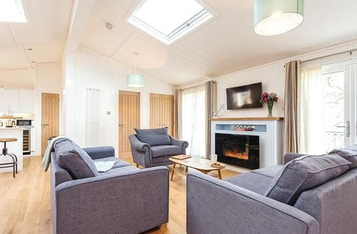 Last Minute Cottages - Excellent Wootton Bridge Lodge S120686