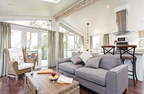 Big Cottages - Luxury Wootton Bridge Lodge S120693