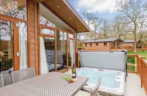 Last Minute Cottages - Beautiful Holton Heath Lodge S120804