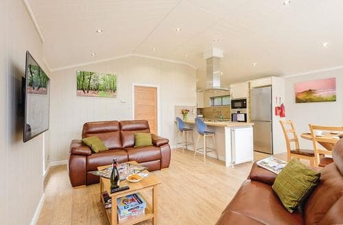 Last Minute Cottages - Cosy Holton Heath Lodge S120806