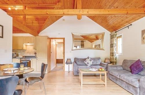 Last Minute Cottages - Tasteful Tilford Lodge S120902
