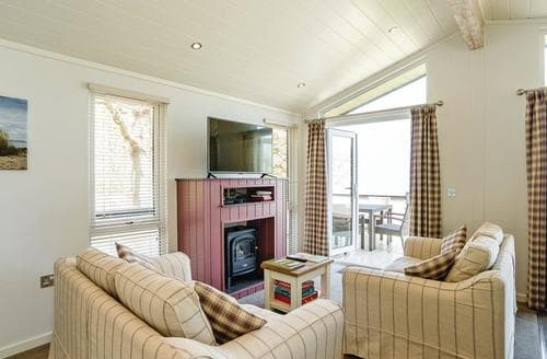 Last Minute Cottages - Cosy Wootton Lodge S120906
