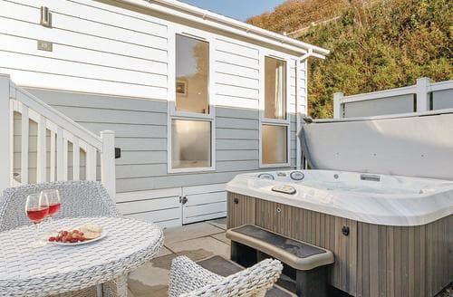 Last Minute Cottages - Splendid Hele Bay Lodge S120938