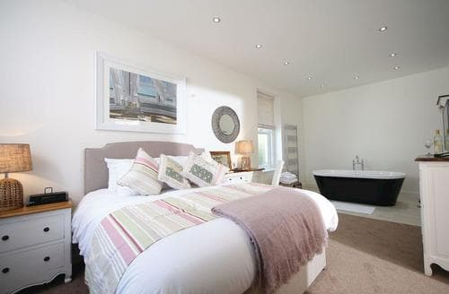 Last Minute Cottages - Superb Hele Bay Lodge S120947