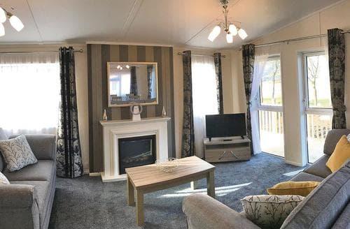 Last Minute Cottages - Cosy Alva Lodge S121403