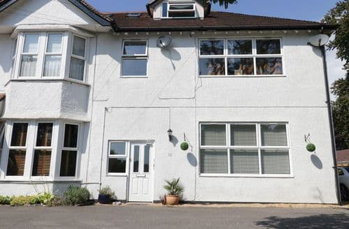 Last Minute Cottages - Wonderful Poole Cottage S121542