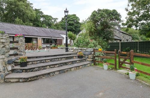 Last Minute Cottages - Adorable Llanbedr Cottage S121885
