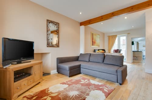 Dog Friendly Cottages - Quaint Tenby Cottage S122210
