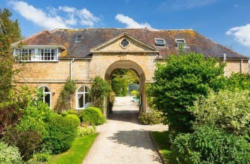 Big Cottages - Upper Court   Dovecote S122272