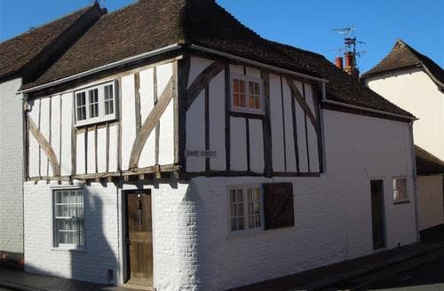 Last Minute Cottages - Tudor Cottage