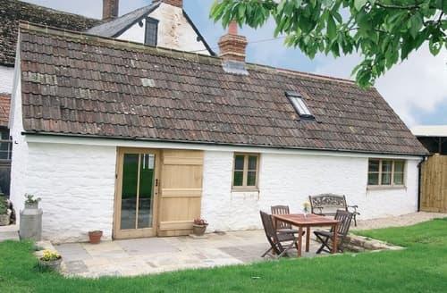 Last Minute Cottages - Wonderful Chippenham Cottage S13691