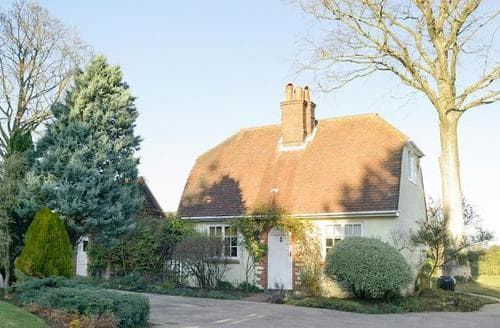 Last Minute Cottages - Tasteful All Surrey Cottage S13769